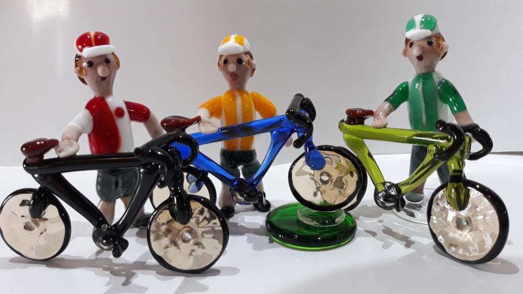 skleněné figurky, cyklisti